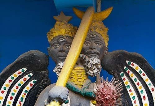 Close-up of 2-headed Deity in Mankessim Posuban