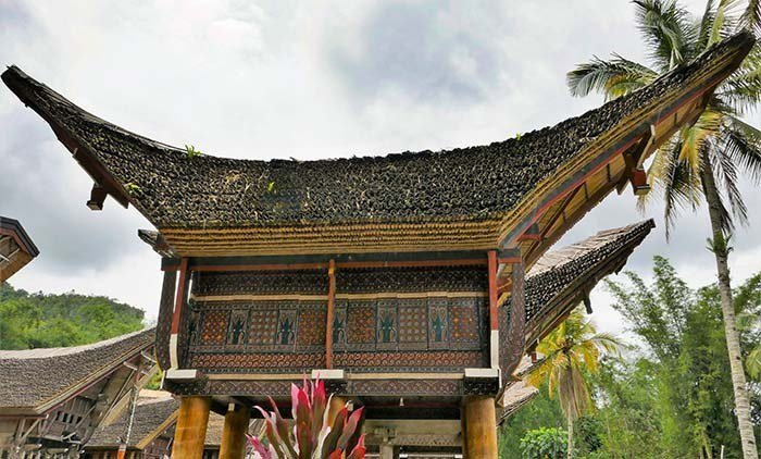 Tongkonan - Tana Toraja Traditional House - side view
